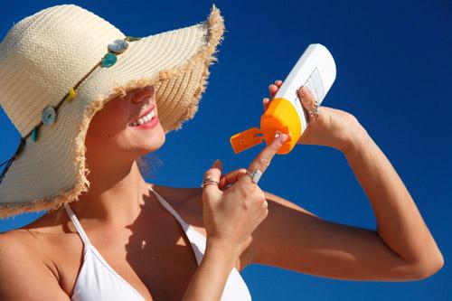 Cần phải sử dụng kem chống nắng trong cả những ngày nắng và ngày nhiều mây